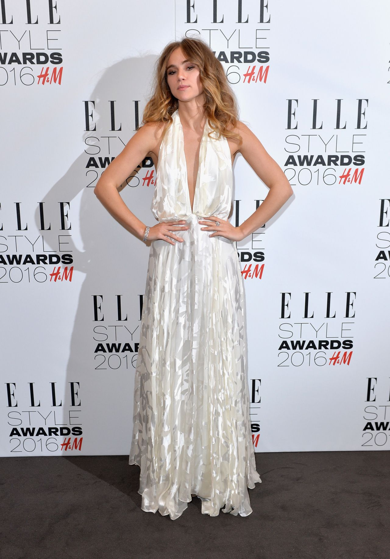 suki-waterhouse-elle-style-awards-2016-in-london-3