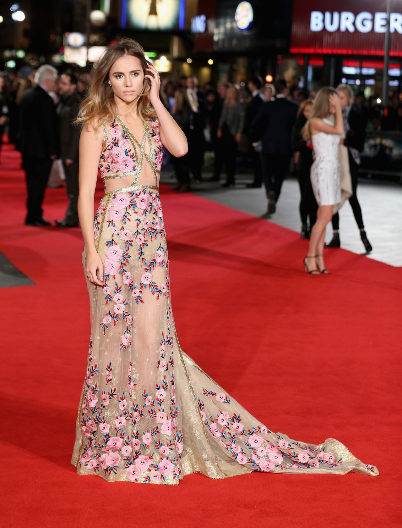 suki-waterhouse-pride-and-prejudice-and-zombies-premiere-in-london-3