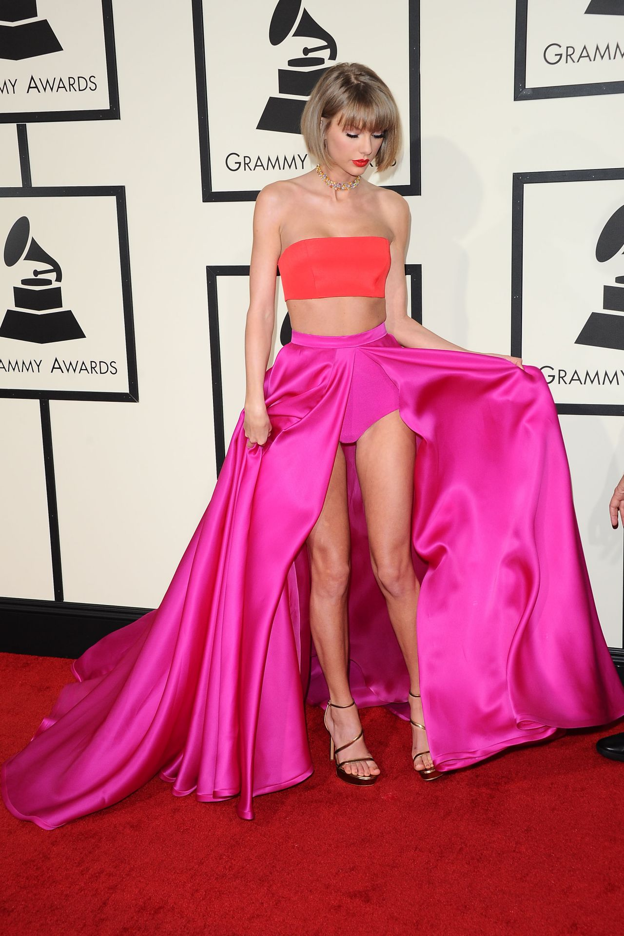taylor-swift-2016-grammy-awards-in-los-angeles-ca-29