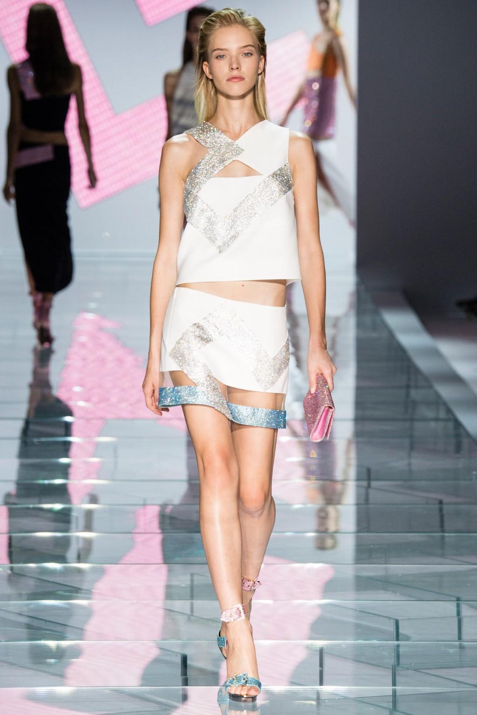 versace-spring-2015-olivia-holt-1024x1535