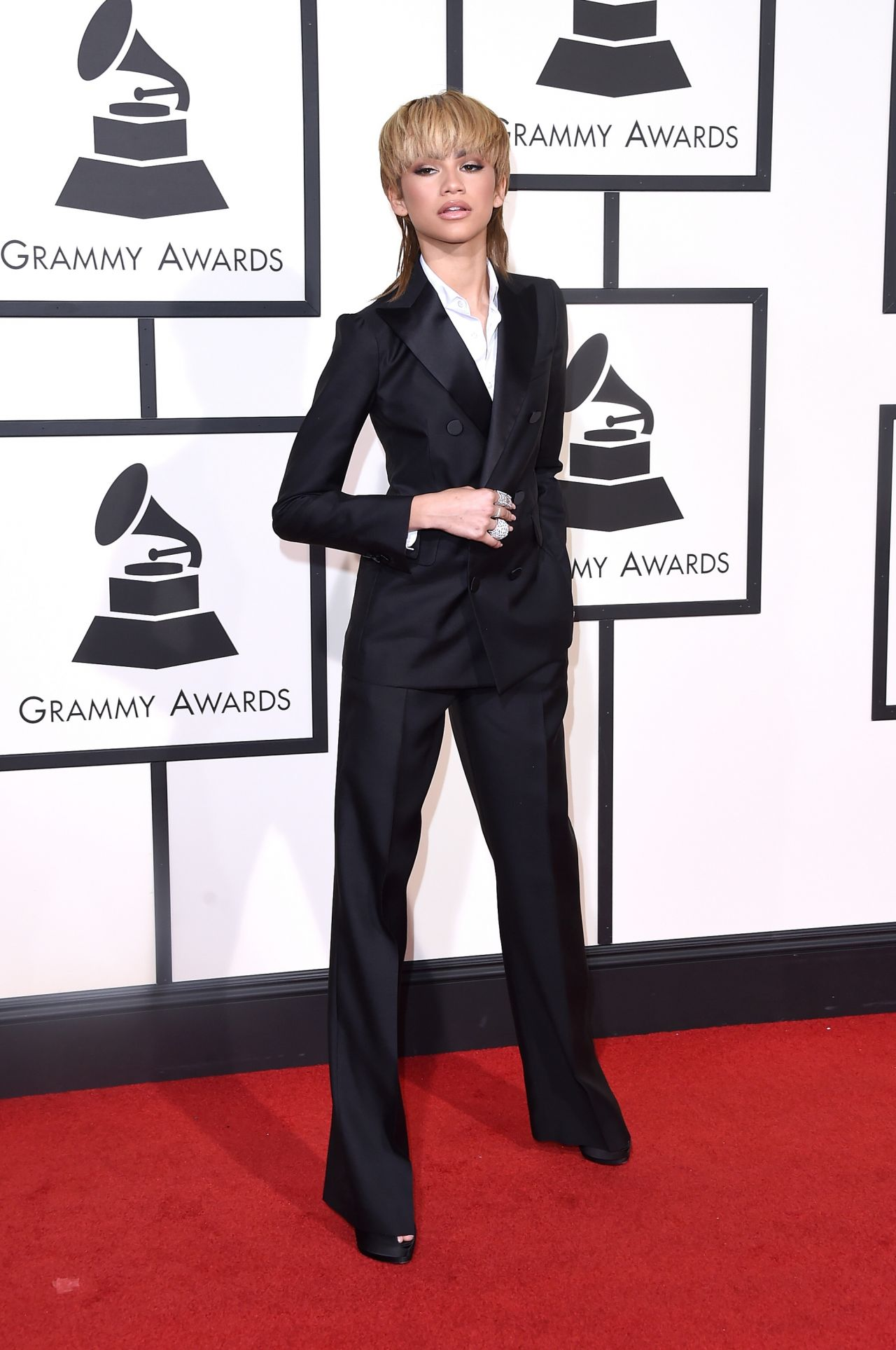 zendaya-2016-grammy-awards-in-los-angeles-ca-1