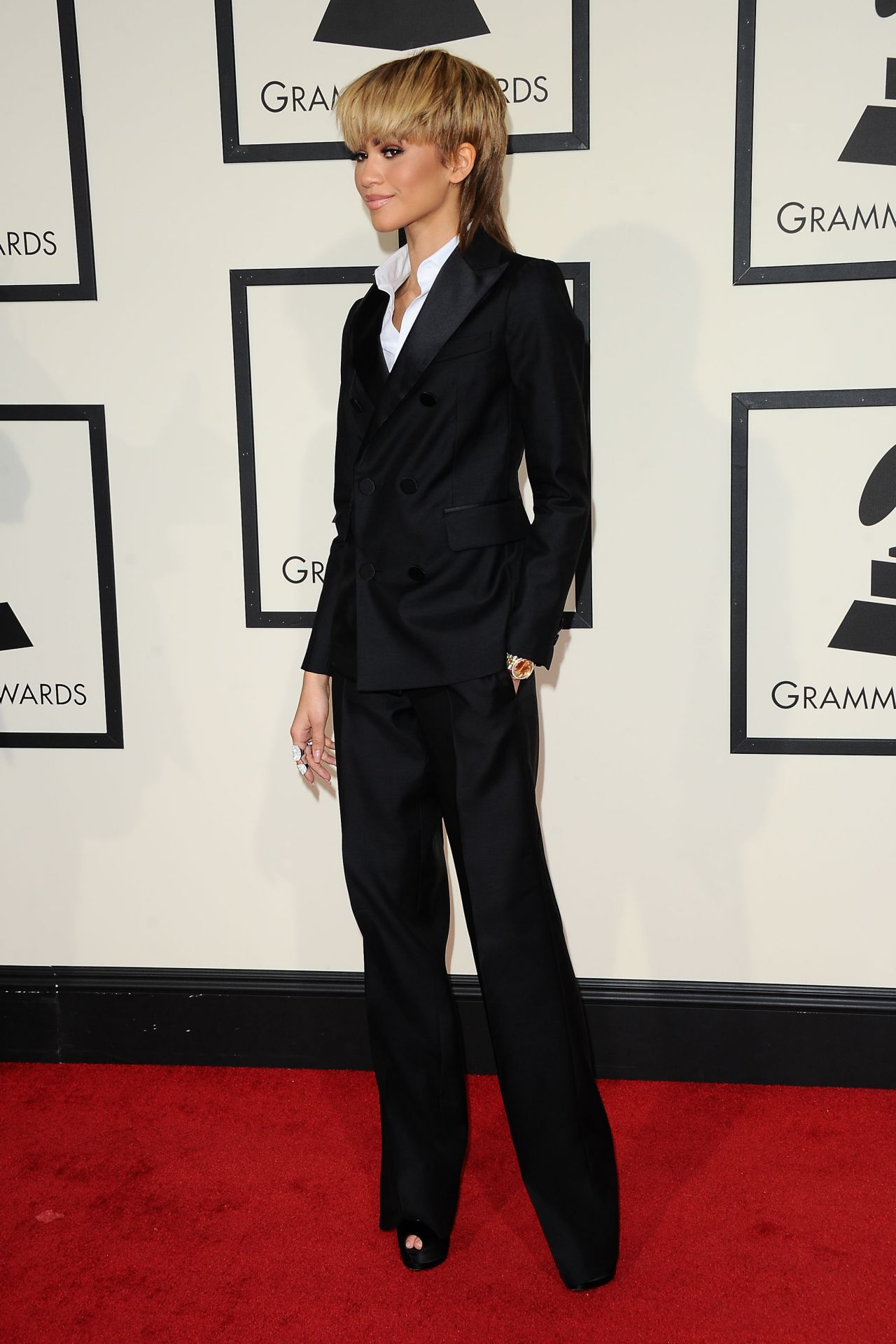 zendaya-2016-grammy-awards-in-los-angeles-ca-14