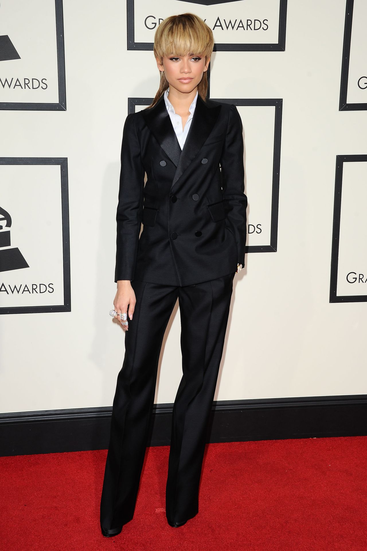 zendaya-2016-grammy-awards-in-los-angeles-ca-15