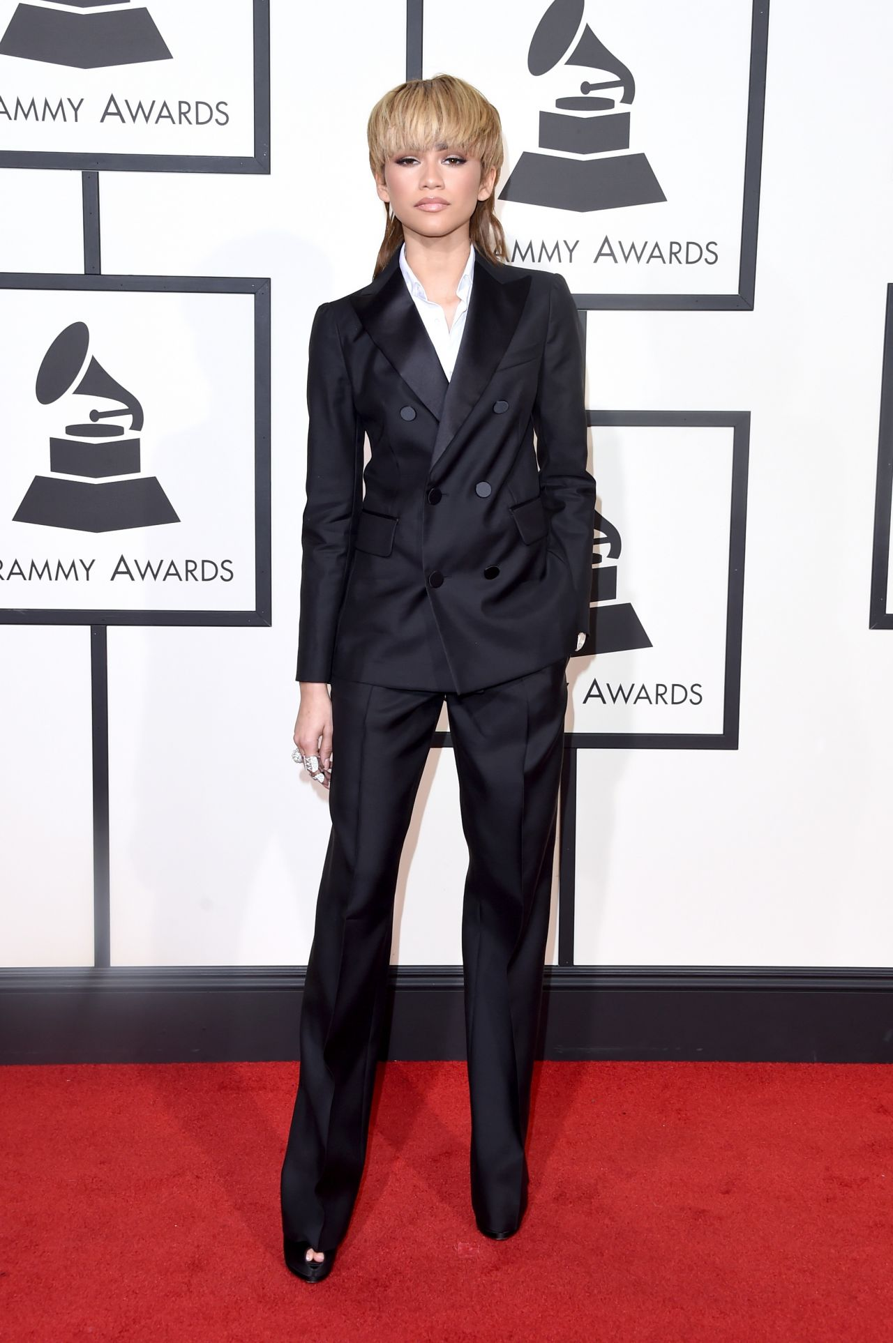 zendaya-2016-grammy-awards-in-los-angeles-ca-8