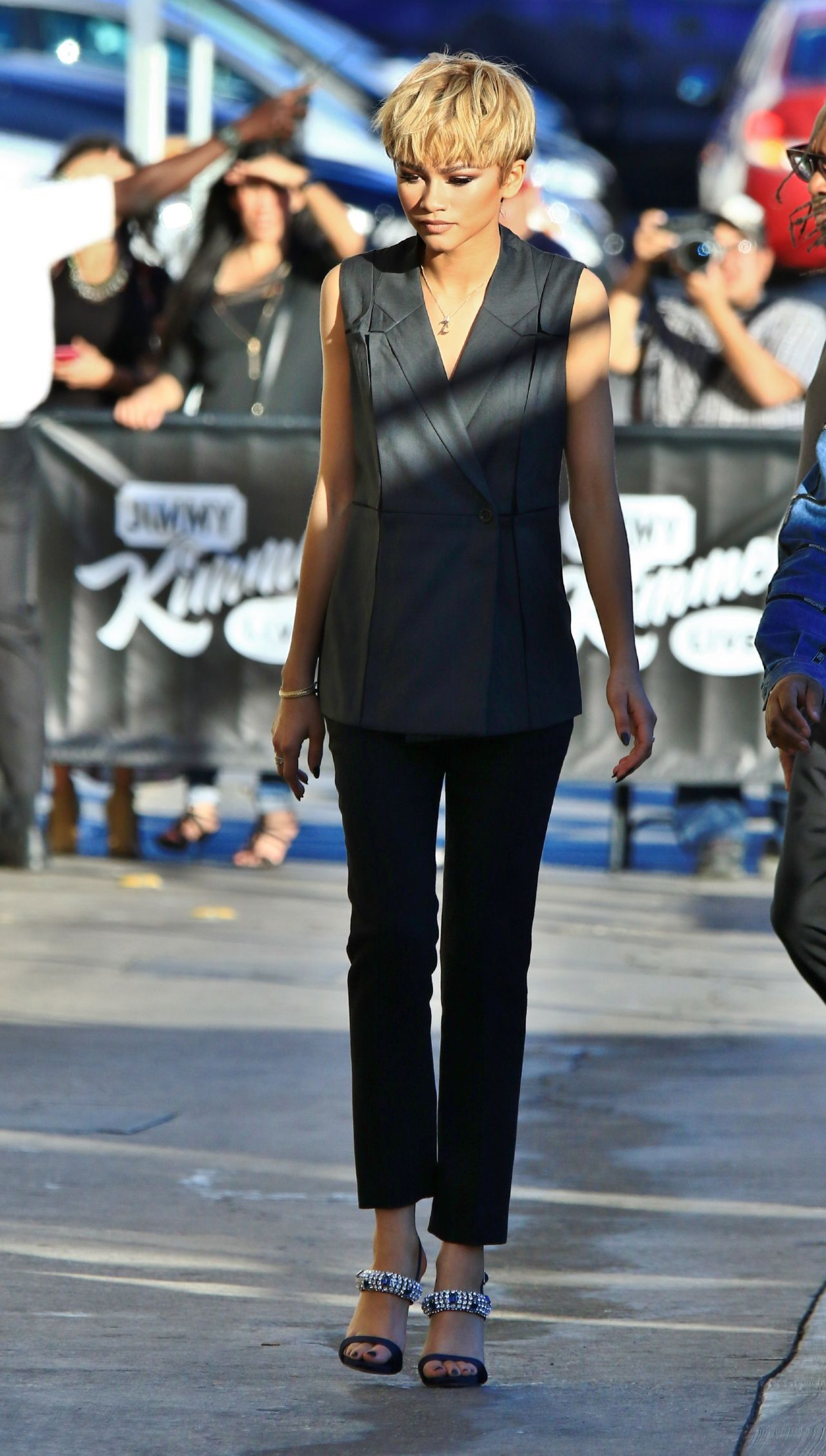 zendaya-coleman-arriving-to-appear-on-jimmy-kimmel-live-in-hollywood-2-10-2016-1-1