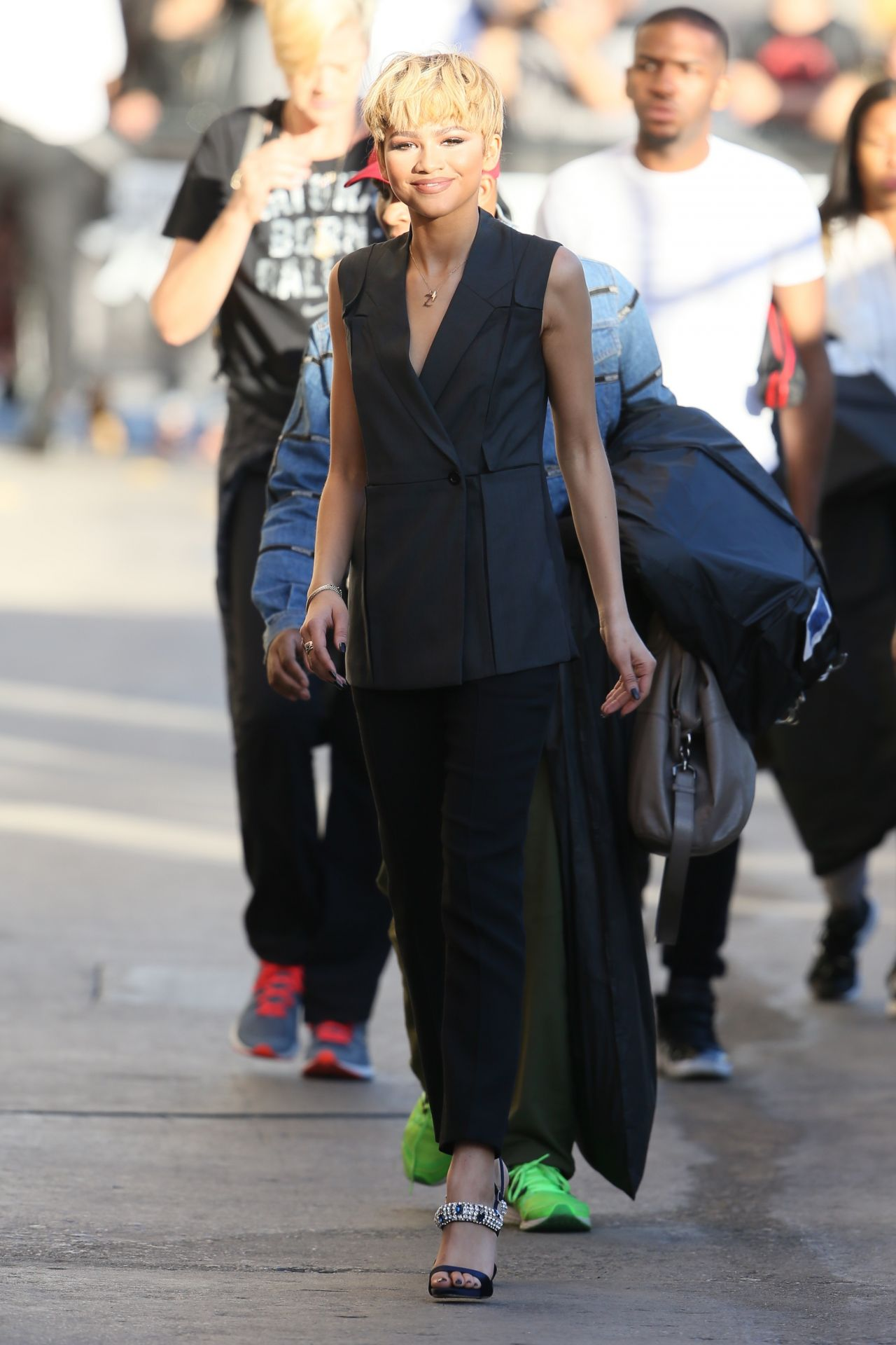 zendaya-coleman-arriving-to-appear-on-jimmy-kimmel-live-in-hollywood-2-10-2016-3