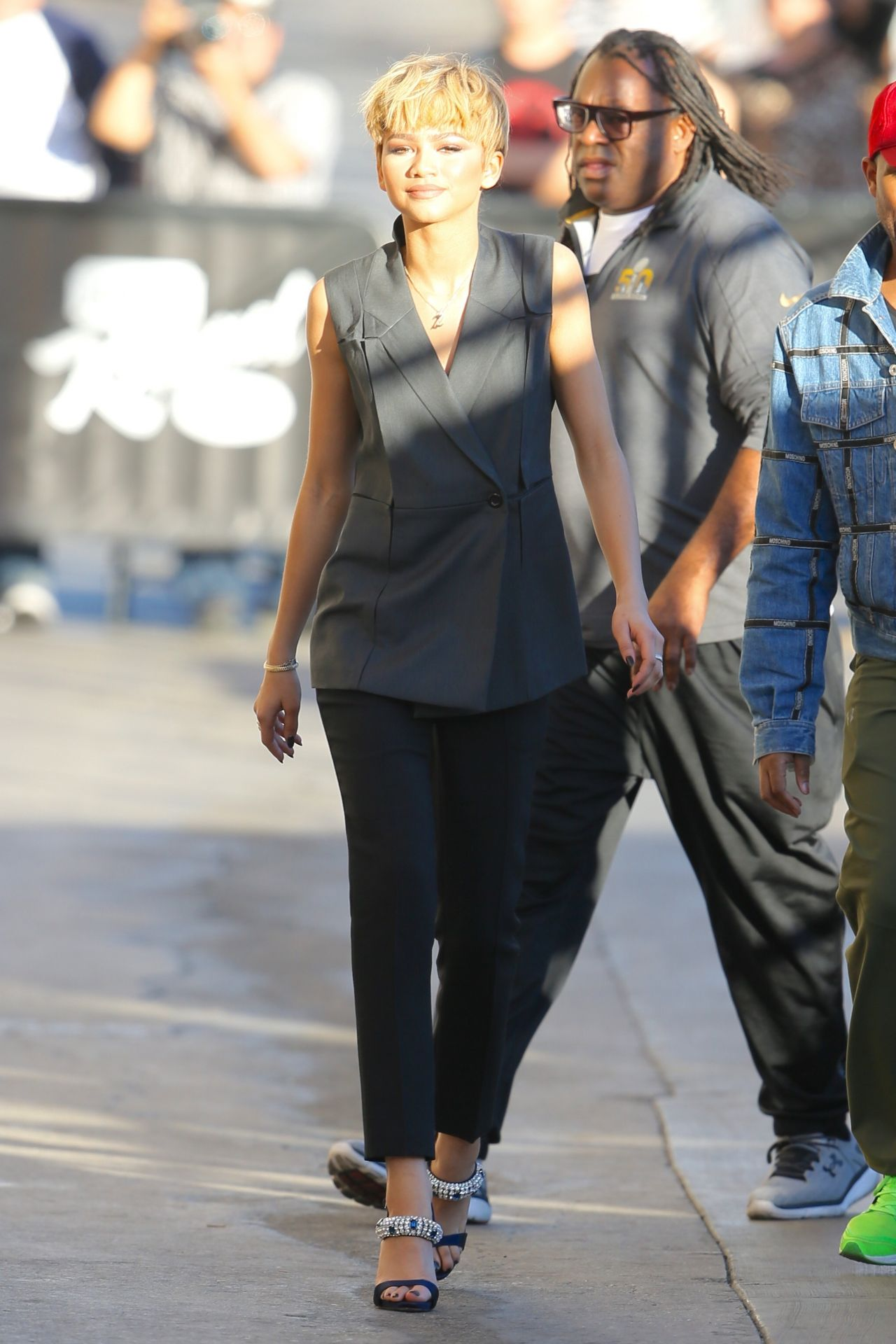 zendaya-coleman-arriving-to-appear-on-jimmy-kimmel-live-in-hollywood-2-10-2016-6