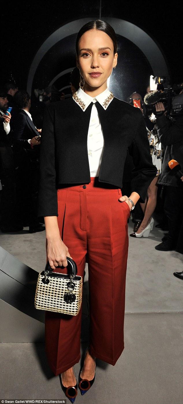 jessica-alba-in-christian-dior-dior-fallwinter-2016-paris-fashion-week-show