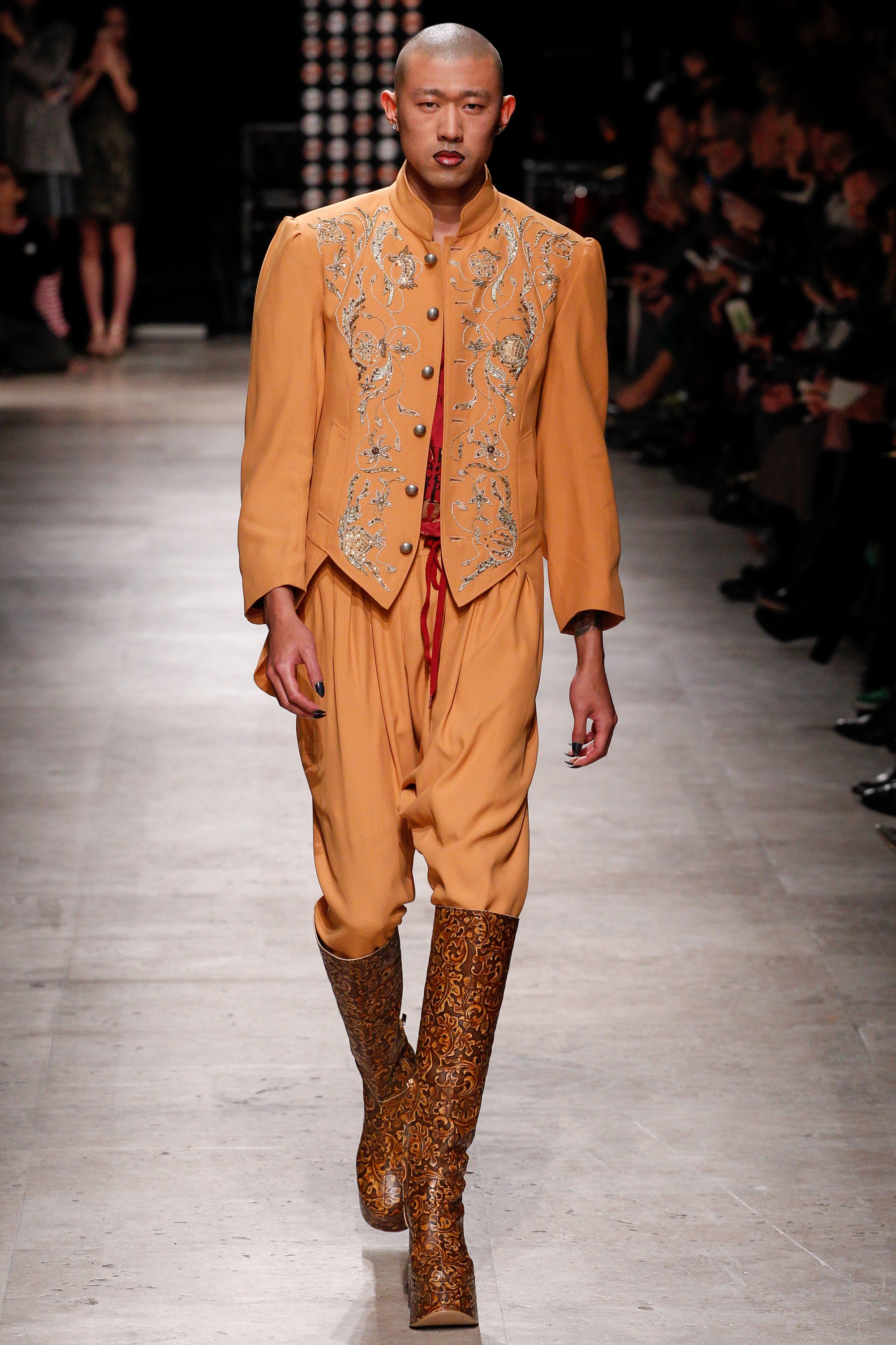 vivienne-westwood-fall-2016-2017-ready-to-wear-collection