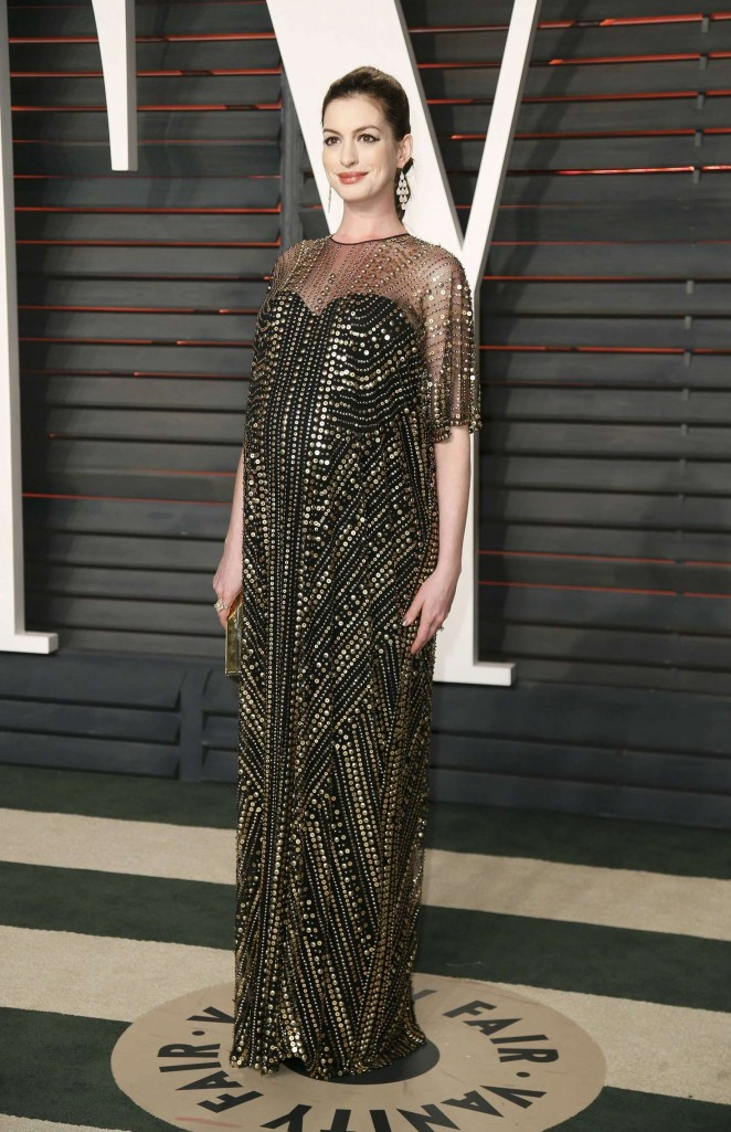 Anne-Hathaway--2016-Vanity-Fair-Oscar-Party--05-662x1025