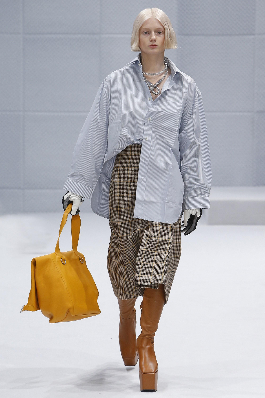 c80ebbd0adca Balenciaga Fall 2016 Ready-to-Wear Collection - Fashionsizzle
