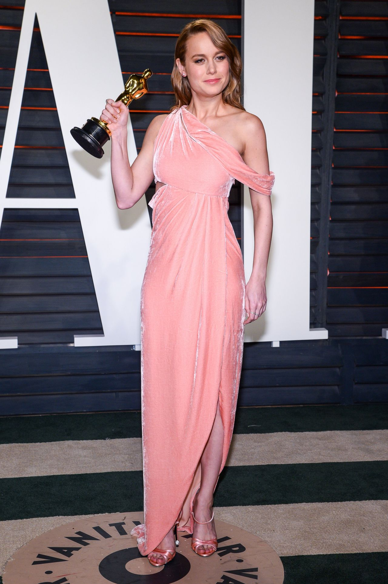 brie-larson-2016-vanity-fair-oscar-party-in-beverly-hills-ca-10