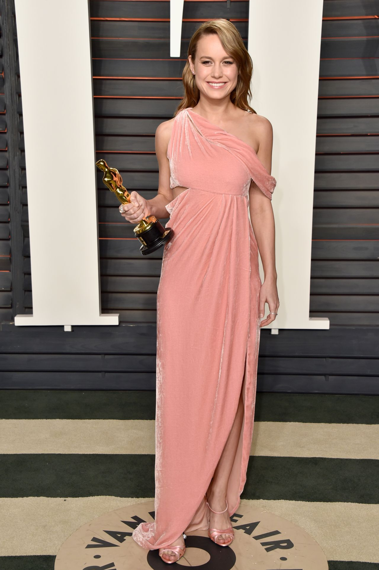 brie-larson-2016-vanity-fair-oscar-party-in-beverly-hills-ca-5