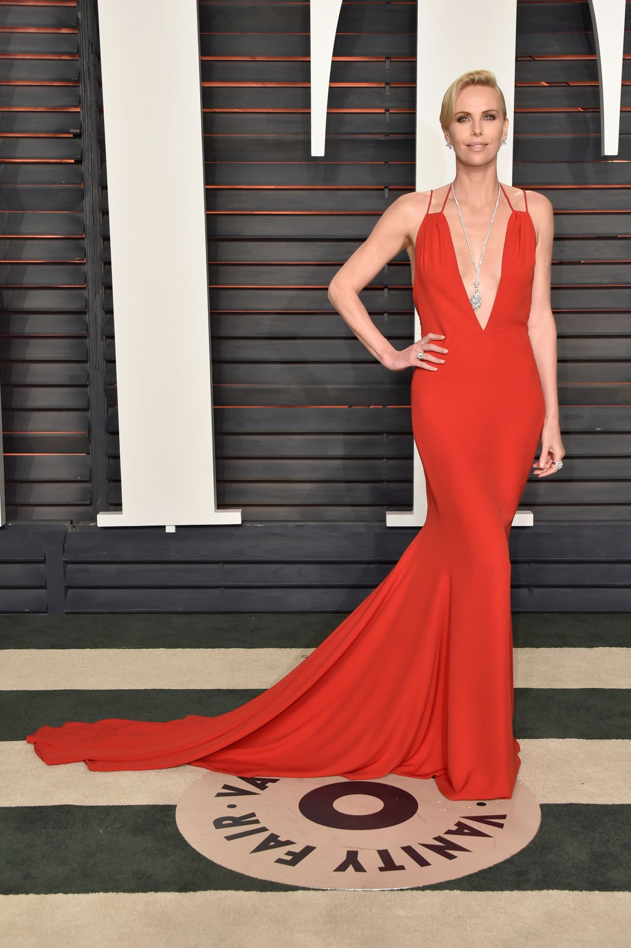 charlize-theron-2016-vanity-fair-oscar-party-in-beverly-hills-ca-2