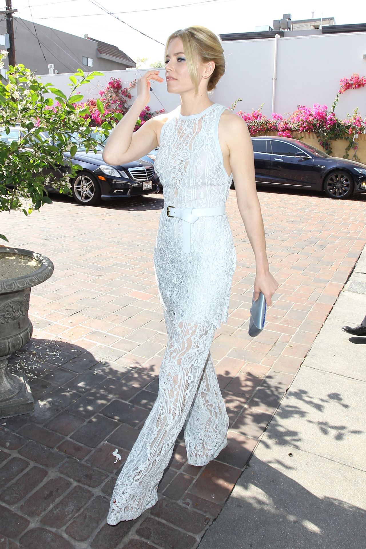 elizabeth-banks-is-looking-all-stylish-vanity-fair-and-stuart-weitzman-luncheon-2-26-2016-6