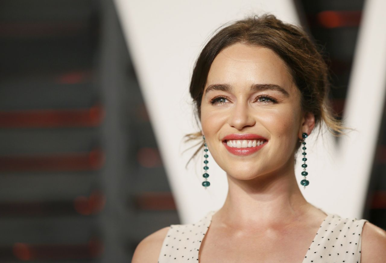 emilia-clarke-vanity-fair-oscar-2016-party-in-beverly-hills-ca-3
