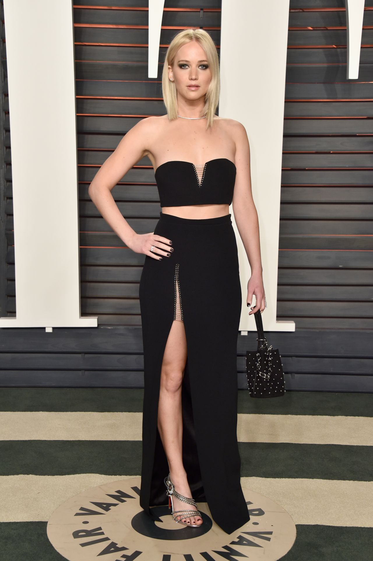 jennifer-lawrence-vanity-fair-oscar-2016-party-in-beverly-hills-ca-6
