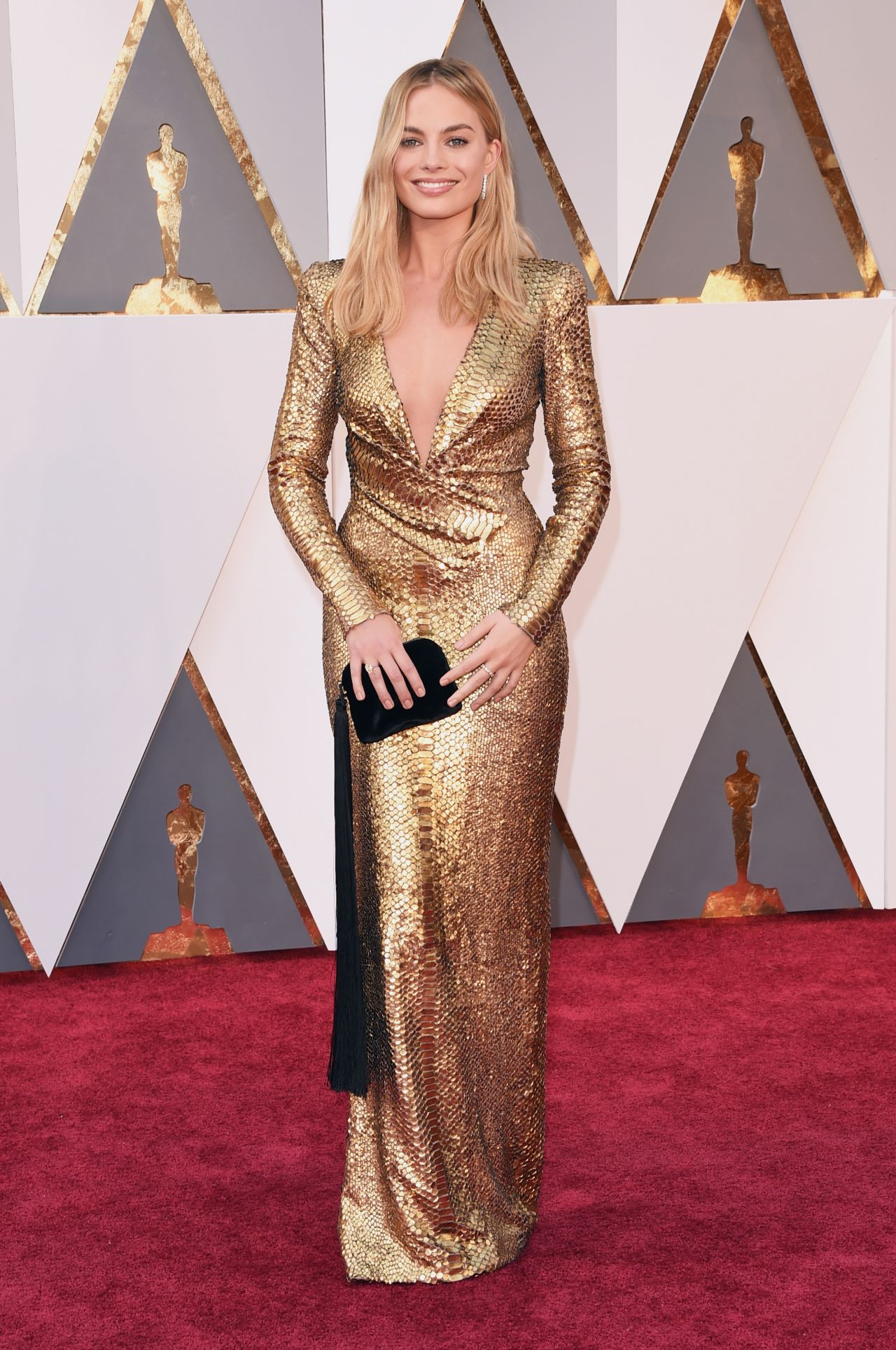 margot-robbie-oscars-2016-in-hollywood-ca-2-28-2016-3