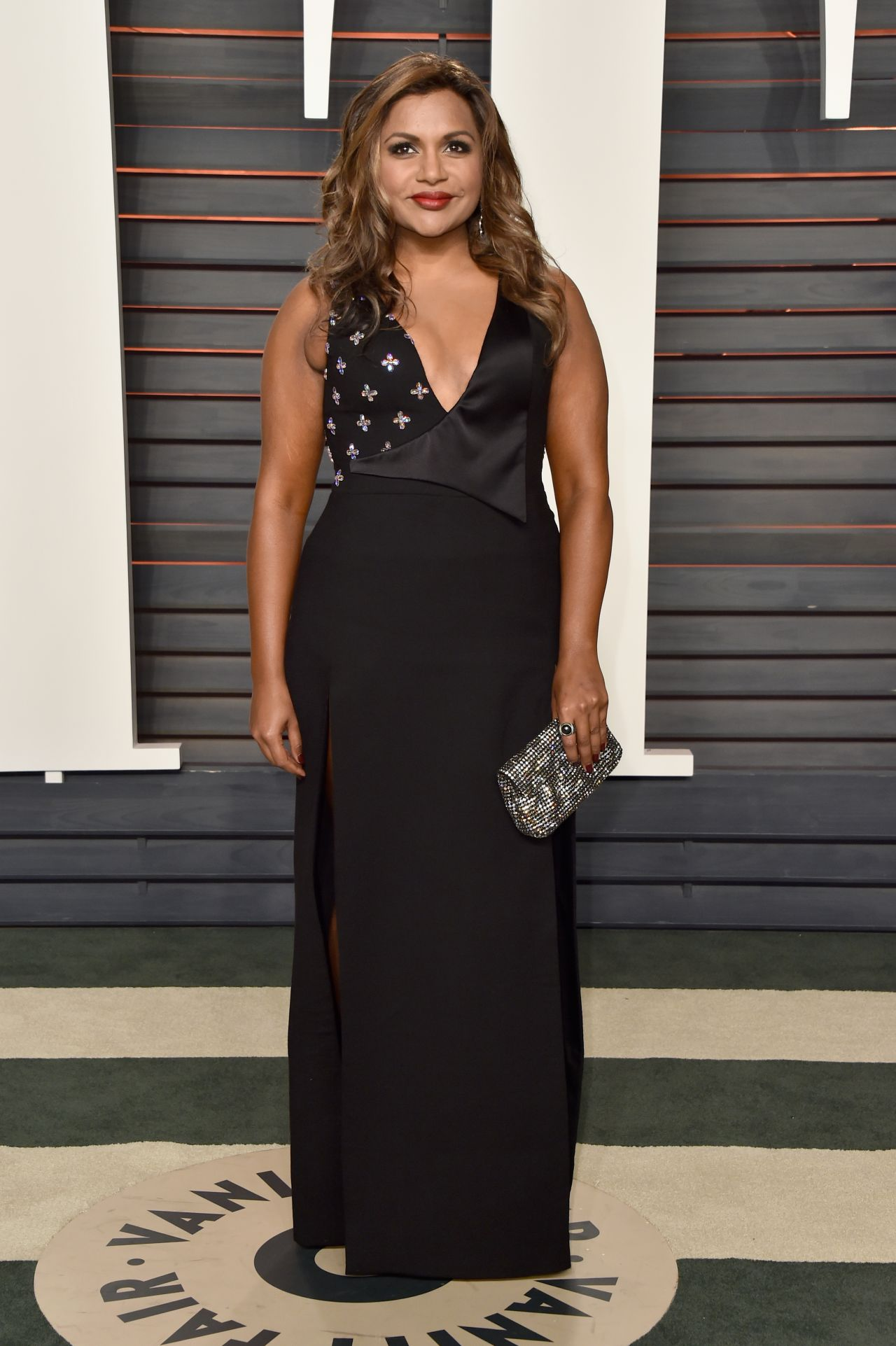 mindy-kaling-2016-vanity-fair-oscar-party-in-beverly-hills-ca-3
