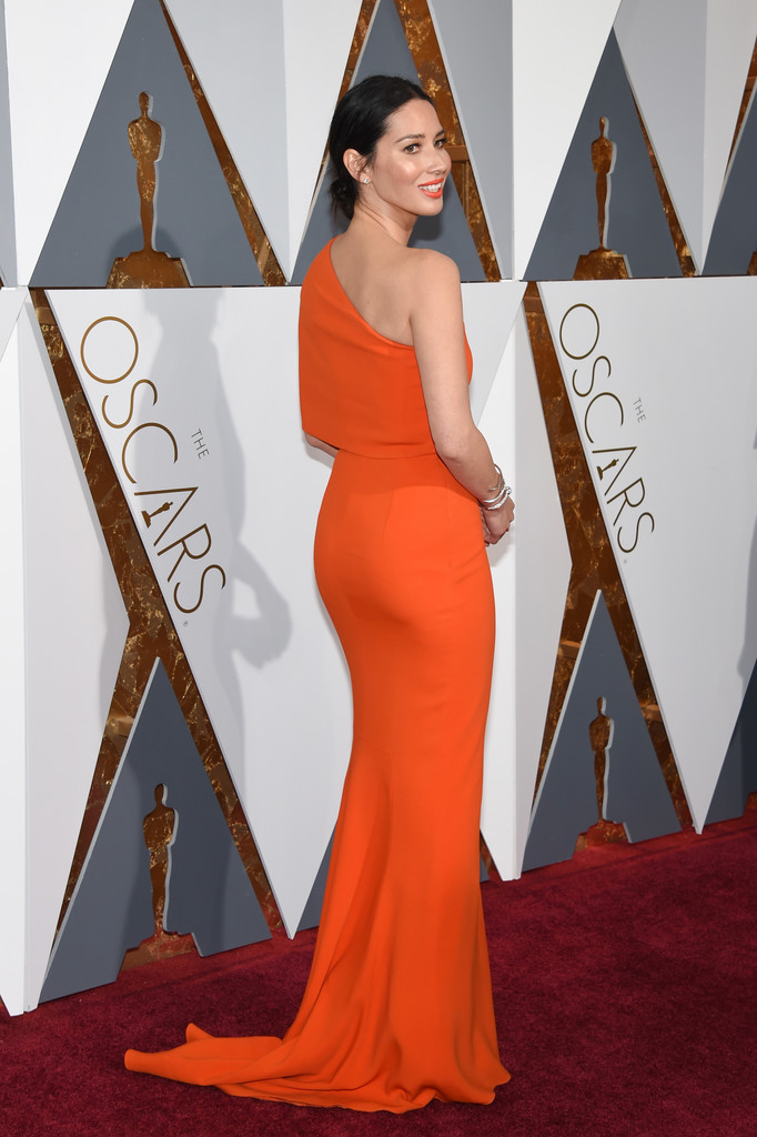 olivia-munn-2016-oscars-stella-mccartney-back