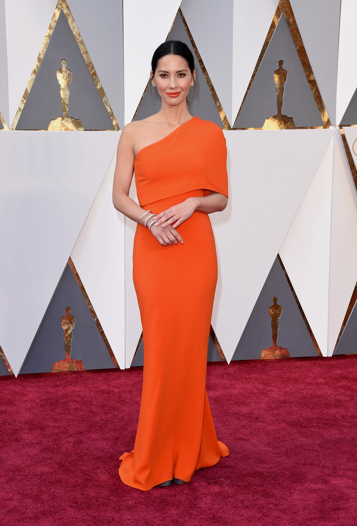 olivia-munn-2016-oscars-stella-mccartney-look