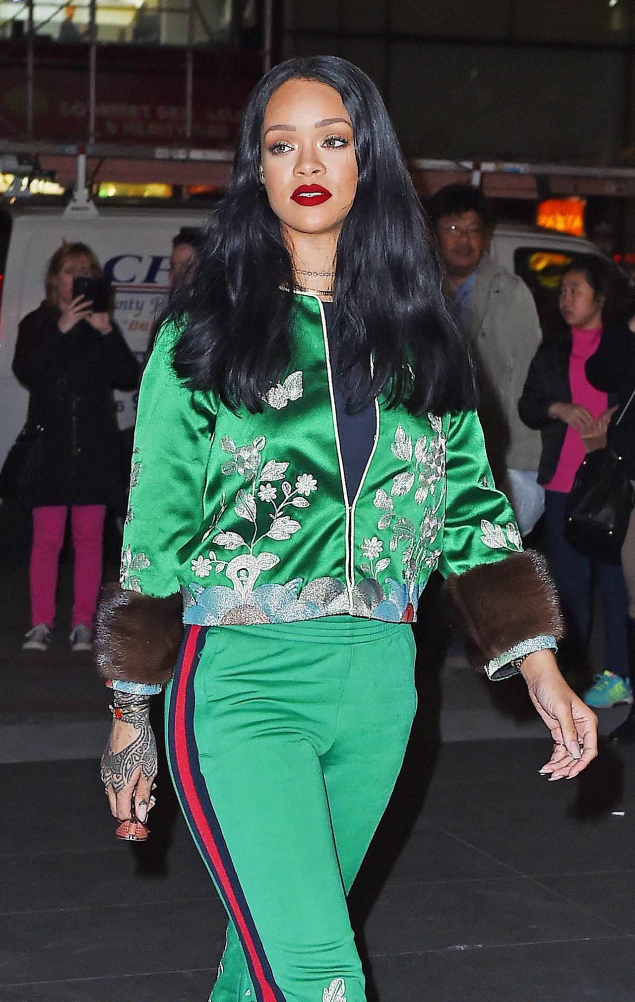 rihanna-looks-great-in-green-out-in-new-york-city-3-28-2016-1