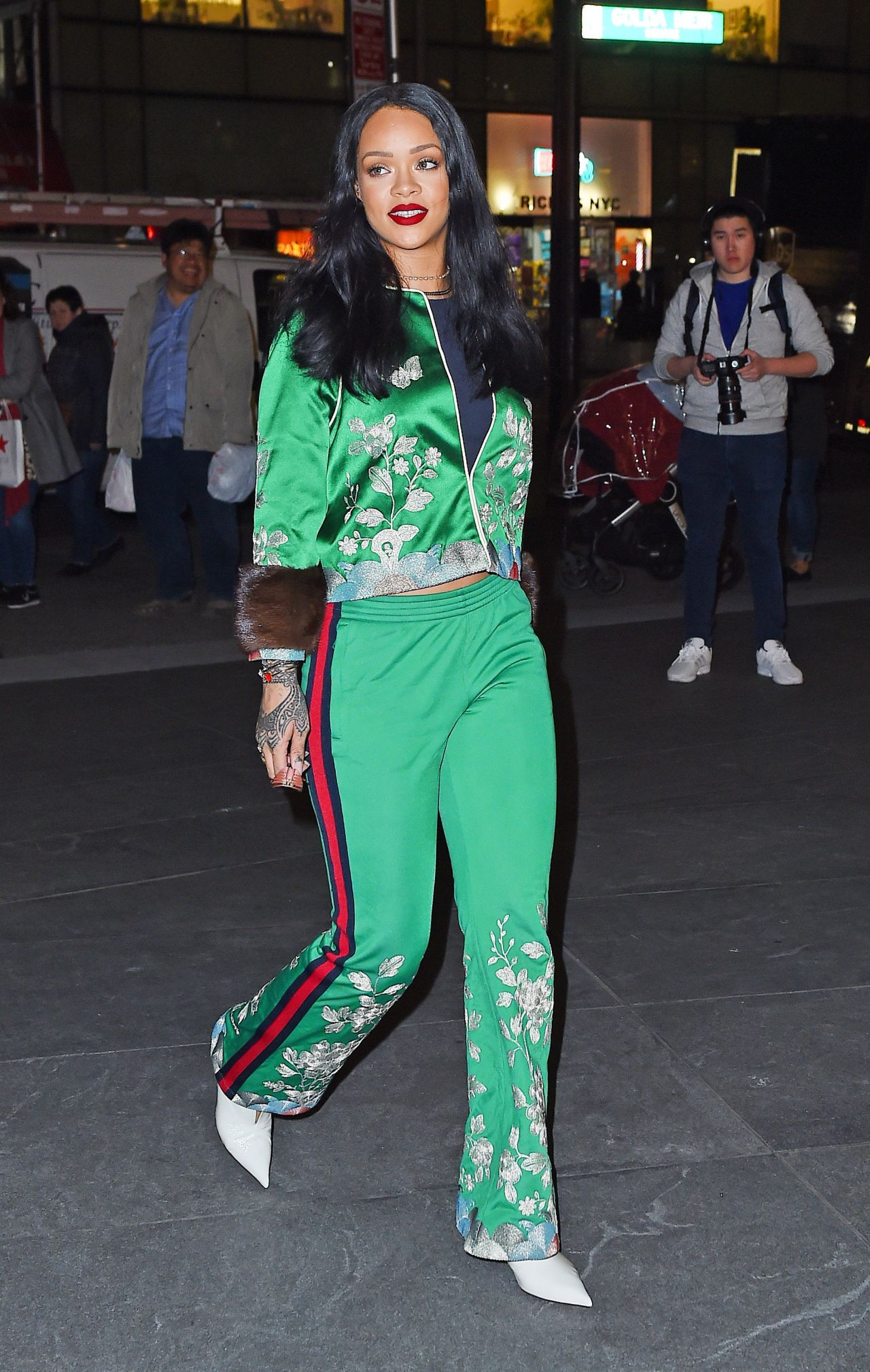 rihanna-looks-great-in-green-out-in-new-york-city-3-28-2016-3
