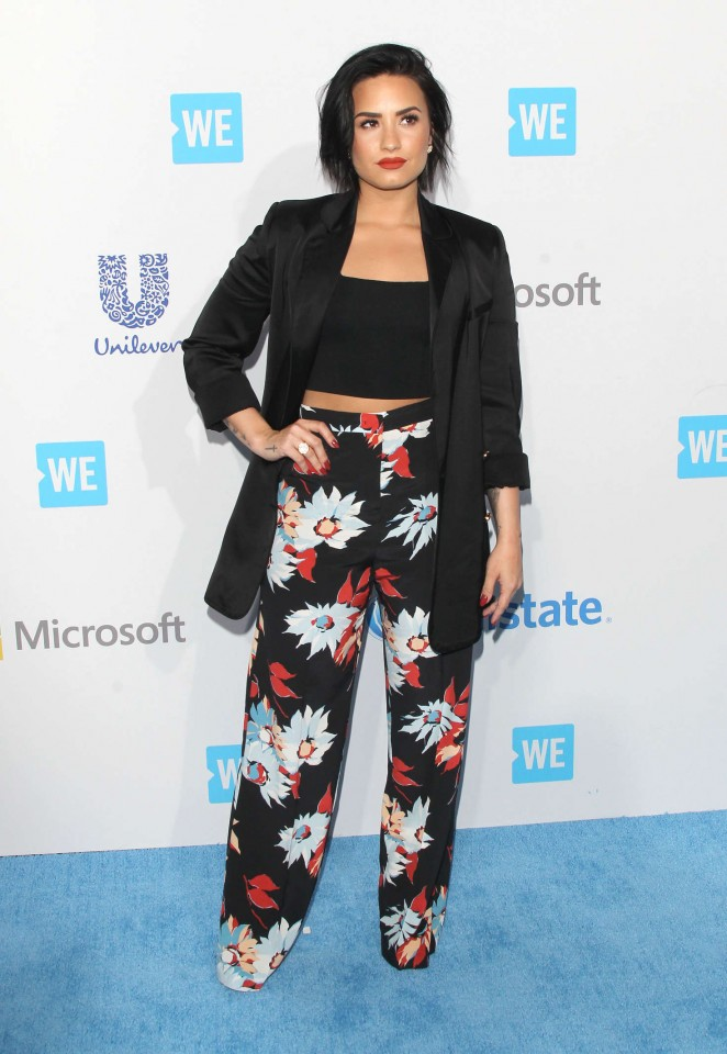 Demi-Lovato--WeDay-California-at-The-Forum--07-662x960