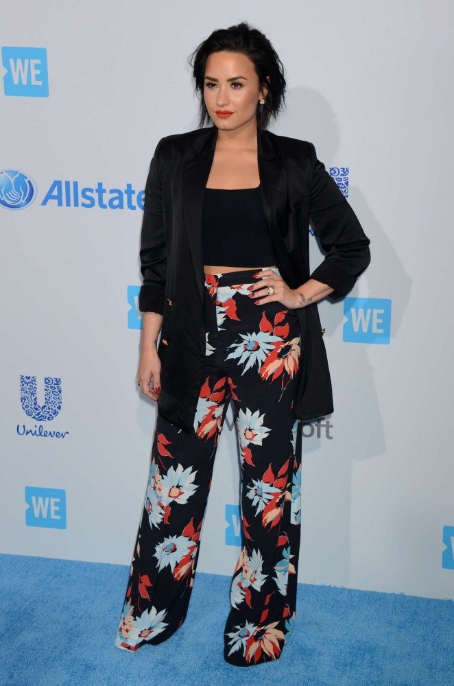 Demi-Lovato--WeDay-California-at-The-Forum--08-662x1000
