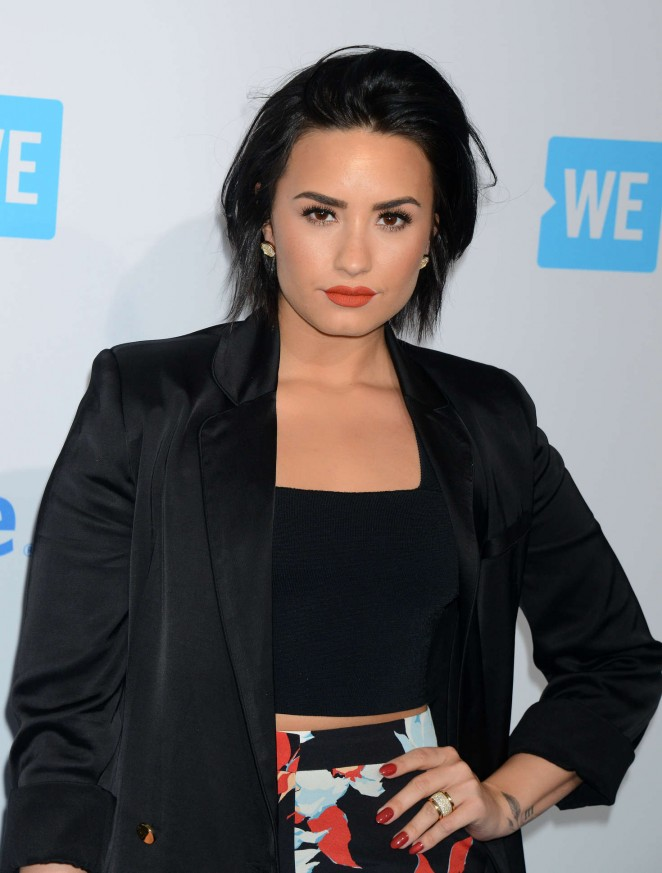 Demi-Lovato--WeDay-California-at-The-Forum--18-662x873