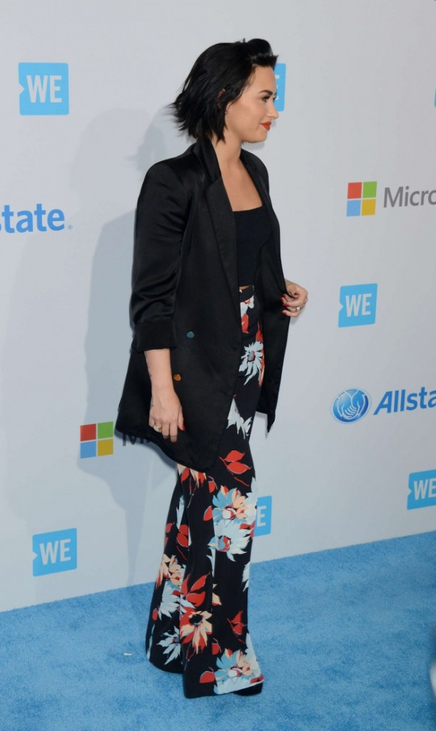 Demi-Lovato--WeDay-California-at-The-Forum--27-662x1110