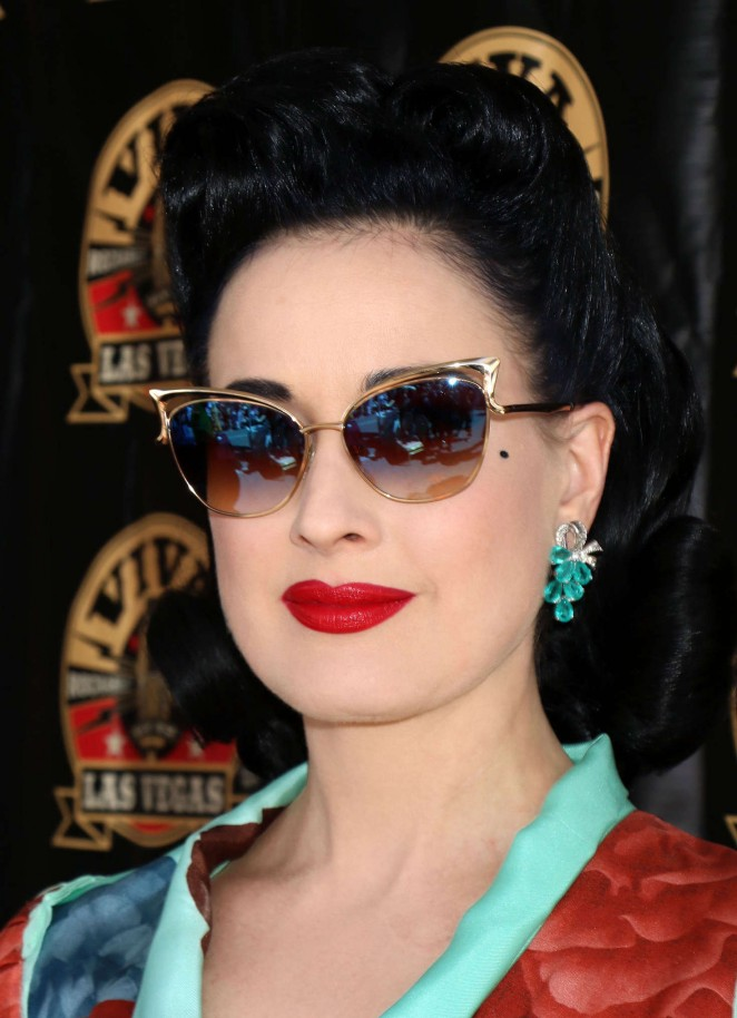 Dita-Von-Teese--Viva-Las-Vegas-Rockabilly-Weekend--03-662x914