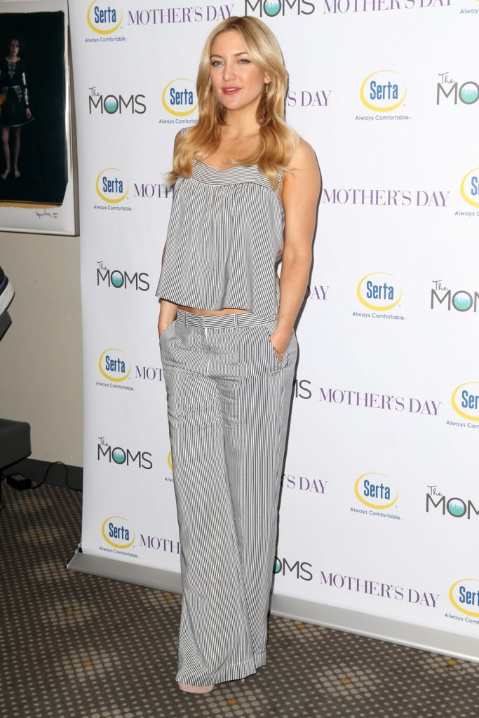 Kate-Hudson-Mothers-Day-Movie-Screening-MOMS-Mamarazzi-Red-Carpet-Fashion-Tom-Lorenzo-Site-1