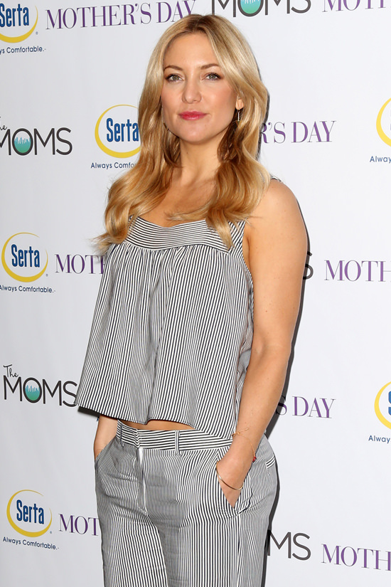 Kate-Hudson-Mothers-Day-Movie-Screening-MOMS-Mamarazzi-Red-Carpet-Fashion-Tom-Lorenzo-Site-4