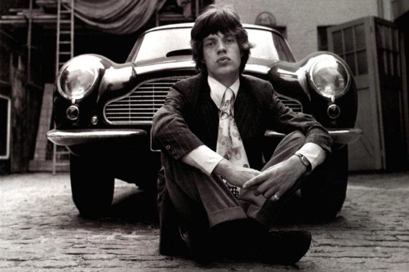 Mick-Jagger-1966-Style-Central-London-Aston-Martin-DB6-800x533