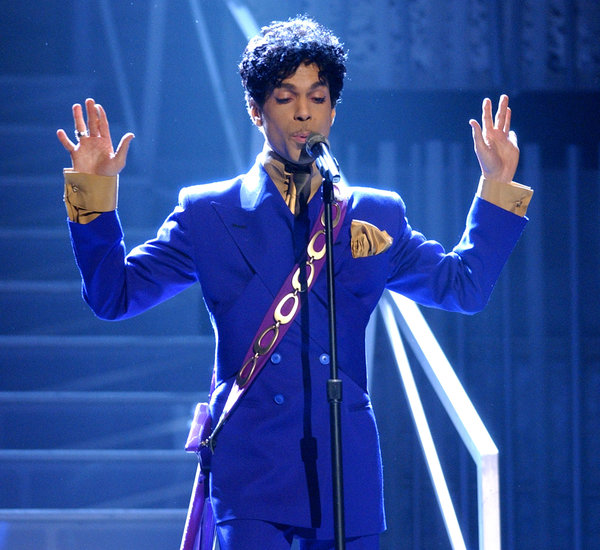 Prince-Blue-Double-Breasted-Suit-Staples-Center-Los-Angeles-2004