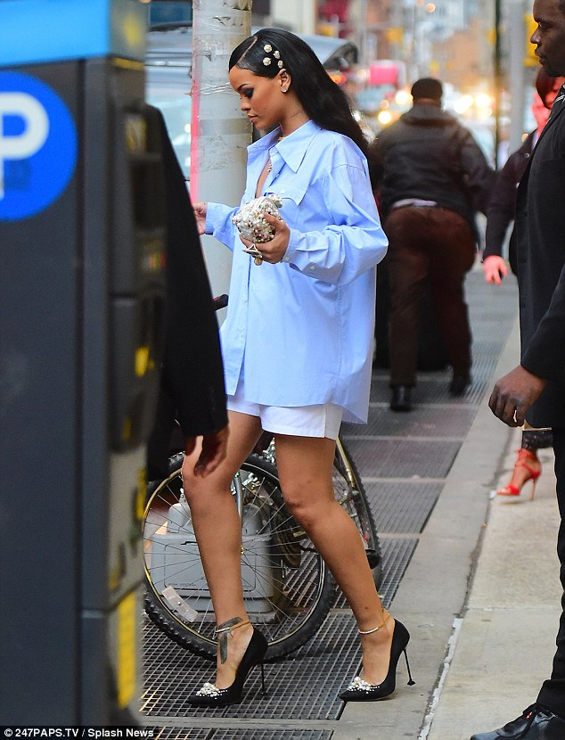 Rihanna-Oversized-Baggy-Shirt-Black-Girls-Rock-Event-FashionPoliceNigeria-2-1