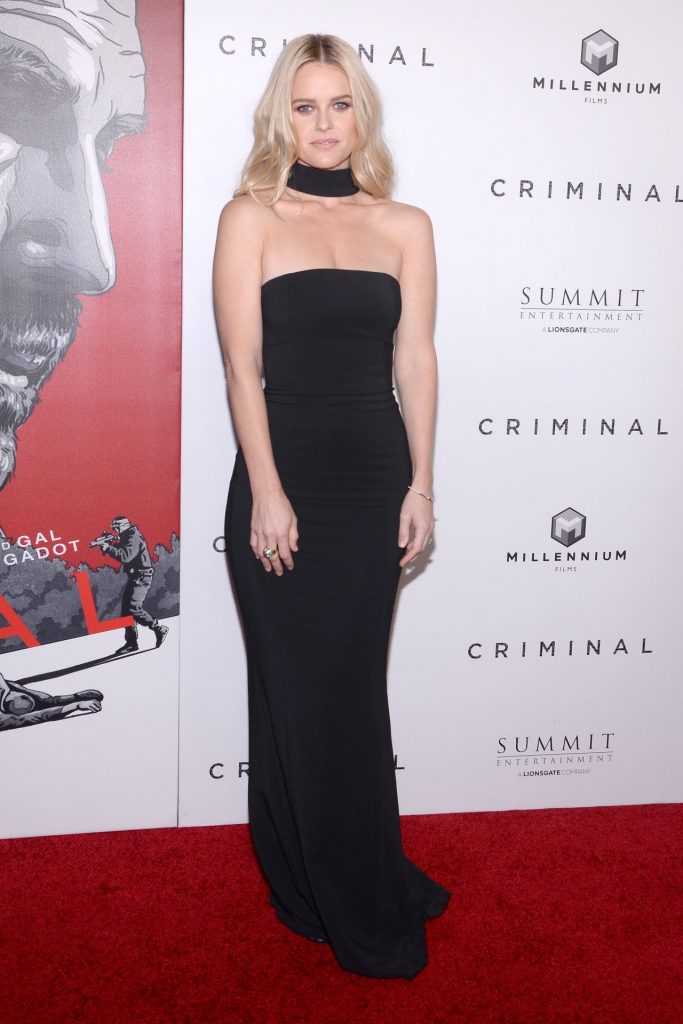 alice-eve-criminal-premiere-in-new-york-city-4-11-2016-14