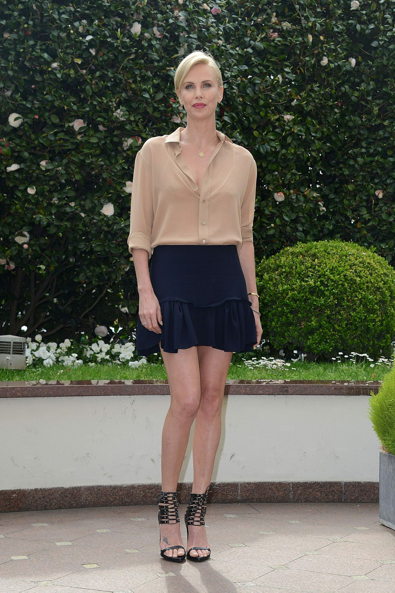 charlize-theron-the-huntsman-and-the-ice-queen-photocall-in-milan-italy-1