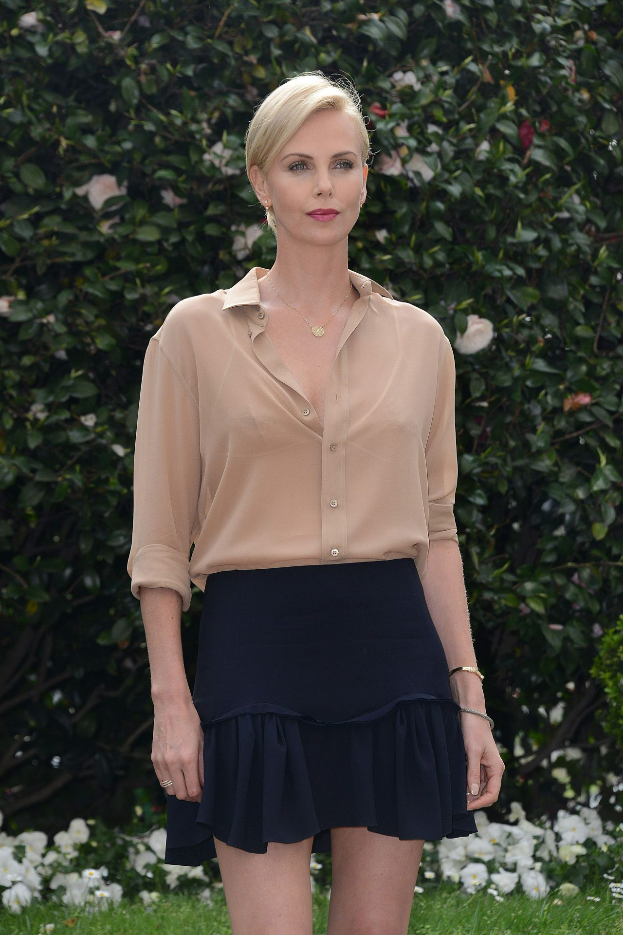 charlize-theron-the-huntsman-and-the-ice-queen-photocall-in-milan-italy-4