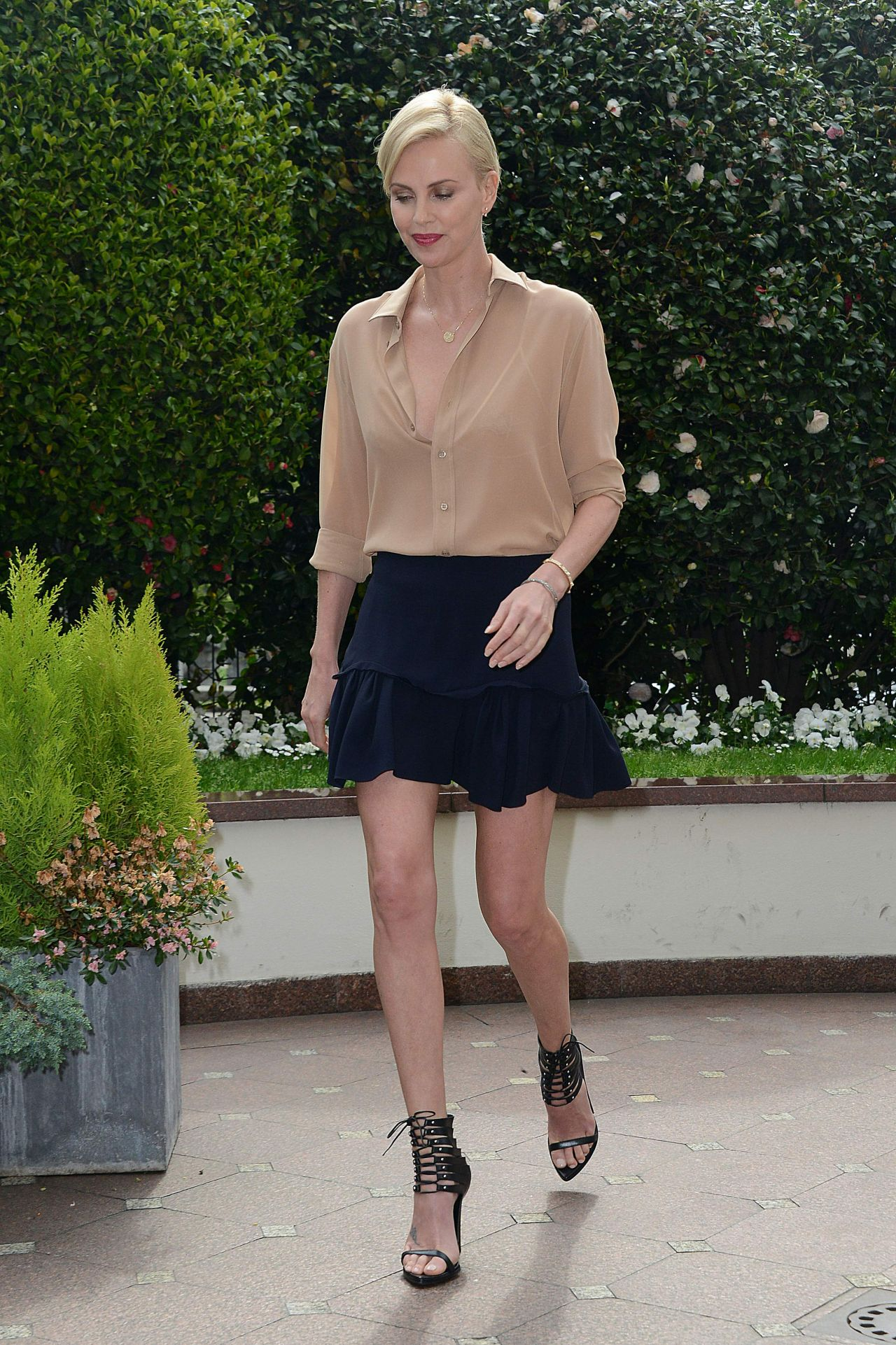 charlize-theron-the-huntsman-and-the-ice-queen-photocall-in-milan-italy-8