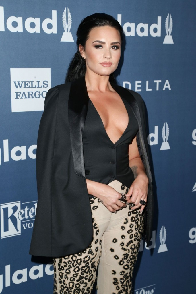demi-lovato-2016-glaad-media-awards-in-beverly-hills-4-02-2016-8