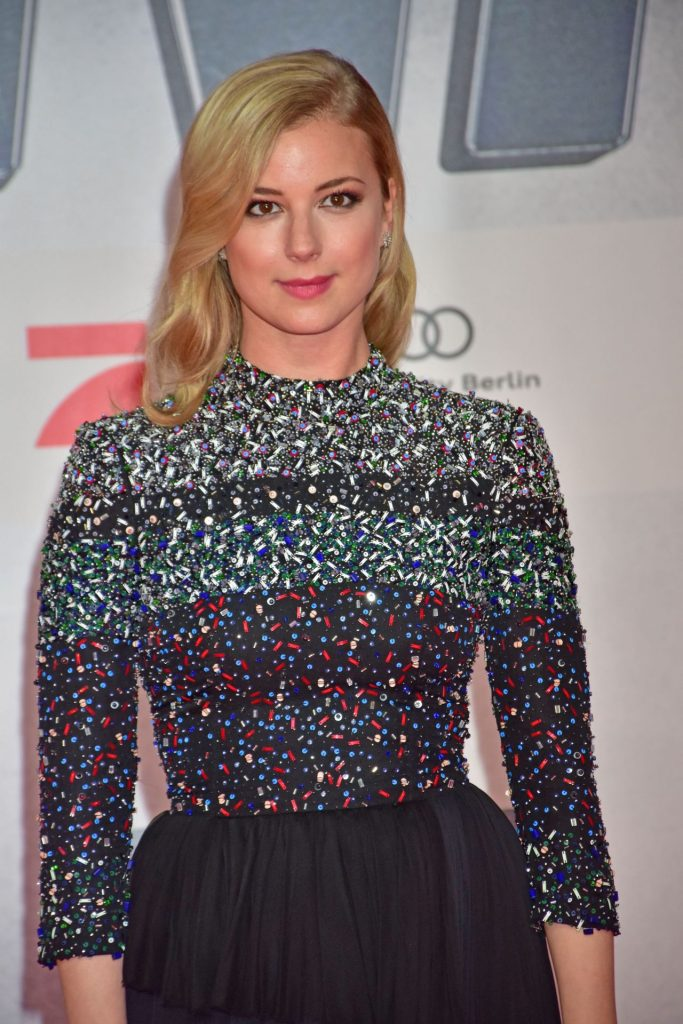 emily-vancamp-the-first-avenger-civil-war-premiere-in-berlin-1