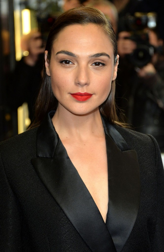 gal-gadot-criminal-premiere-in-london-uk-1