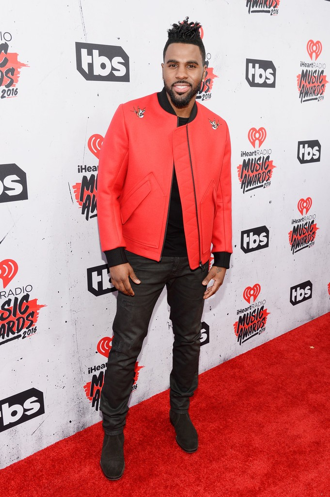 iHeartRadio-Music-Awards-Red-Carpet-jason-derulo