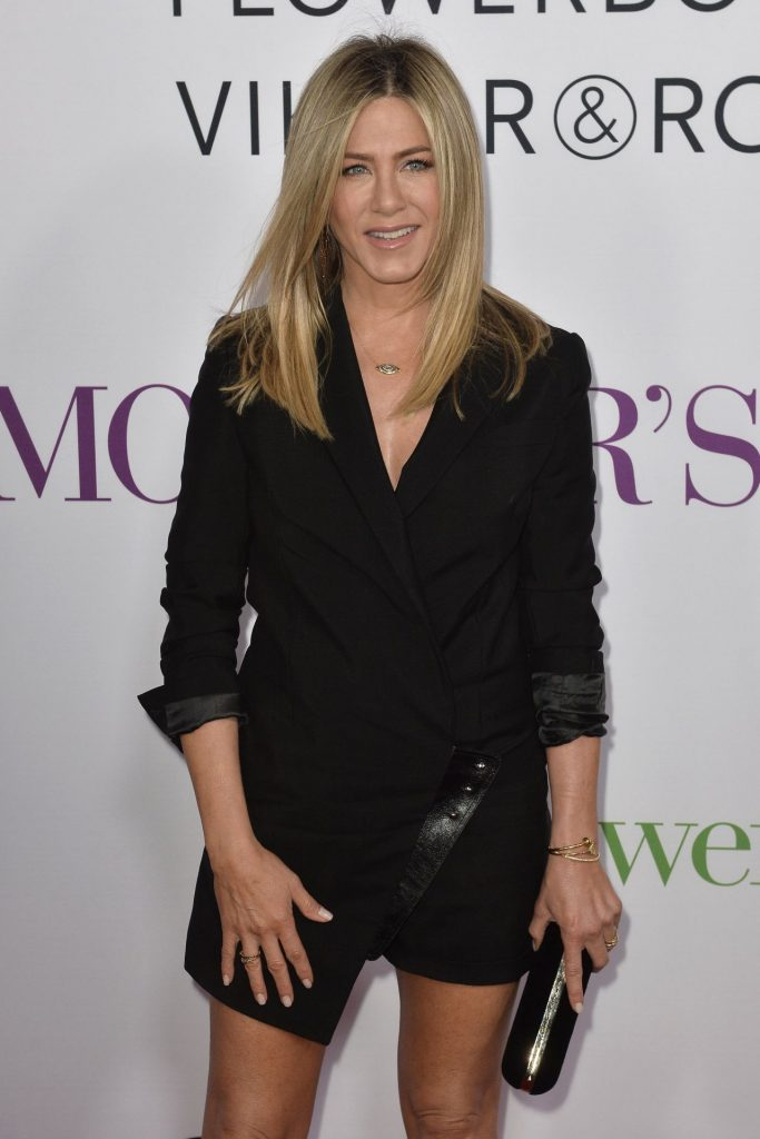 jennifer-aniston-mother-s-day-world-premiere-in-los-angeles-13