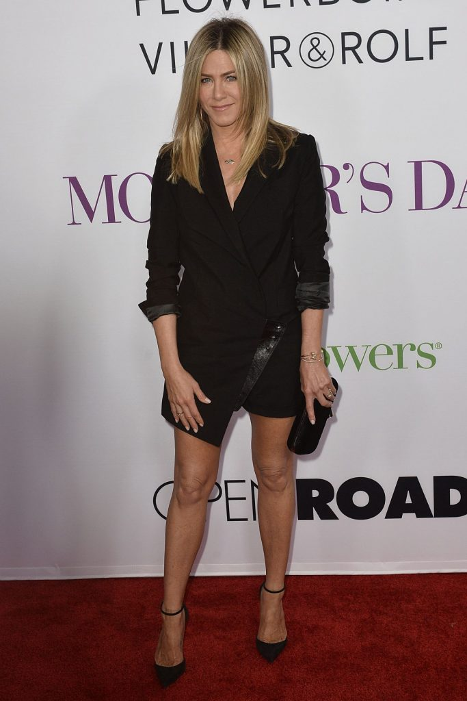 jennifer-aniston-mother-s-day-world-premiere-in-los-angeles-2