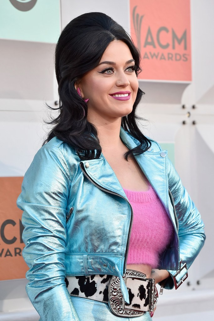 katy-perry-2016-acma-closeup