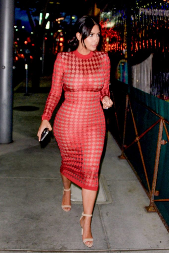 kim-kardashian-flaming-hot-going-to-dinner-with-a-friend-in-the-90210-beverly-hills-4-28-2016-20