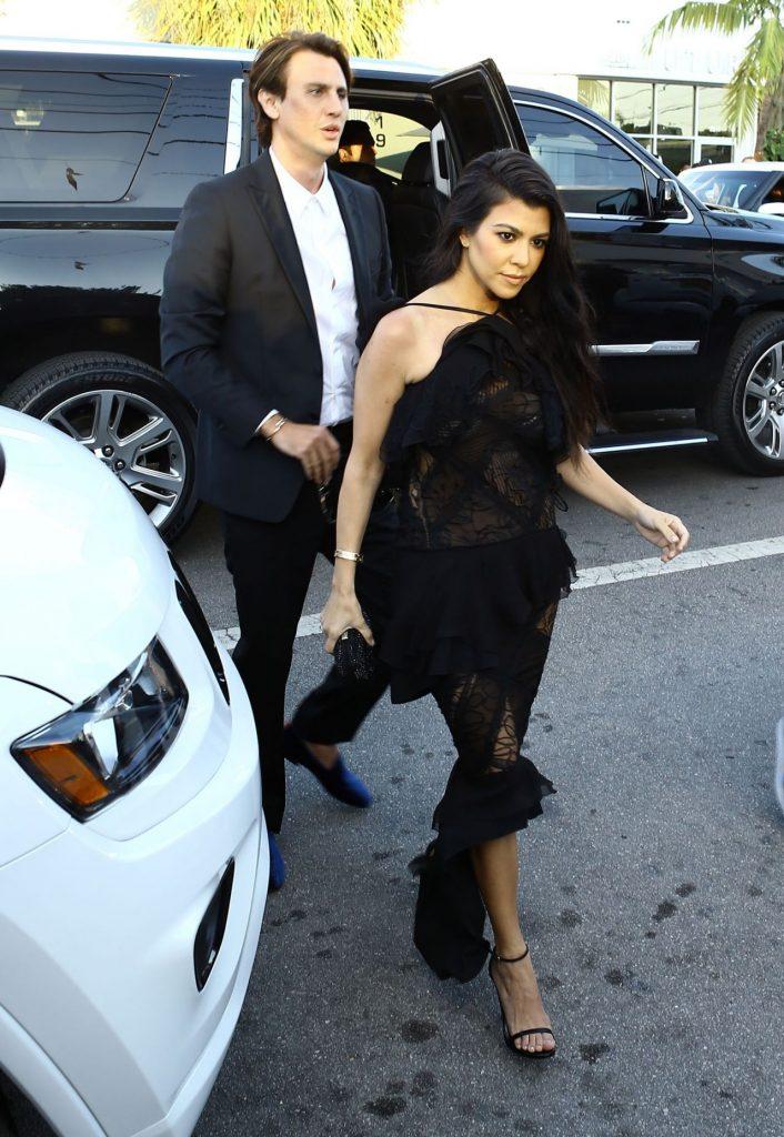 kourtney-kardashian-arrive-at-isabela-rangel-and-david-grutman-s-wedding-in-miami-fl-4-23-2016-4
